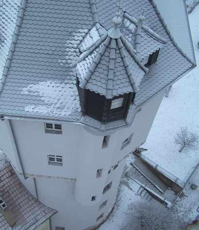 Blick vom Kran auf saniertes Turmdach Baudenkmal