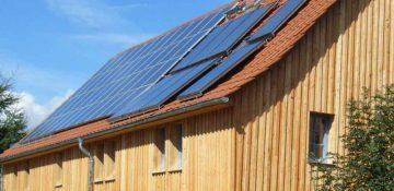 Dach mit Solarelementen, ölologisch bauen, Dachdecker, antignum