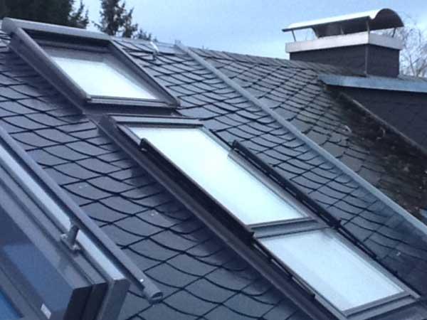 Schieferdach mit Dachfenster