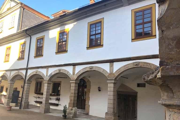 Schloss Tenneberg, Innenhof, Bogengang